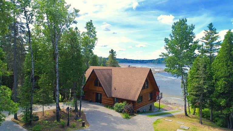 Maison en bois rond (devant)