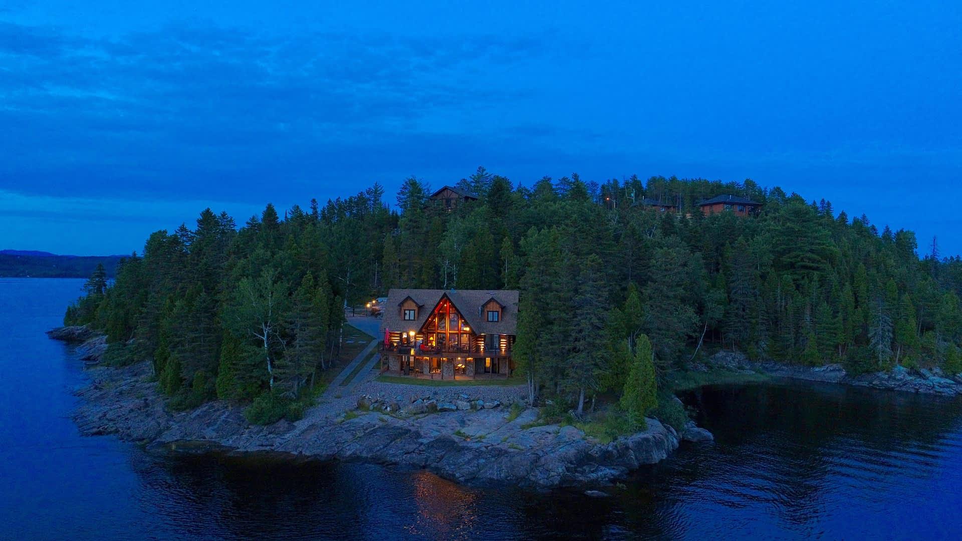 Maison scandinave en soiré (maison)